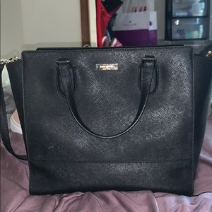 KATE SPADE PURSE. WITH CROSSBODY STRAP
